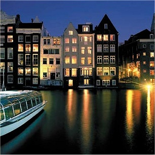 Houses-in-Amstersam-old-cen